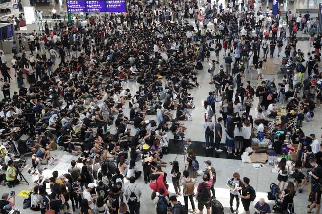 Lượng khách đến Hong Kong giảm kỷ lục
