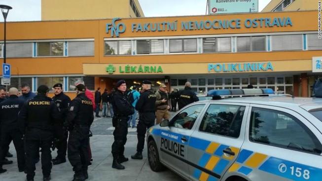 Nghi phạm bắn chết 6 người ở bệnh viện rồi trốn thoát