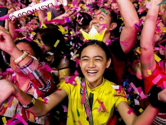 Người dân Philippines vui mừng đón năm mới. Ảnh: REUTERS