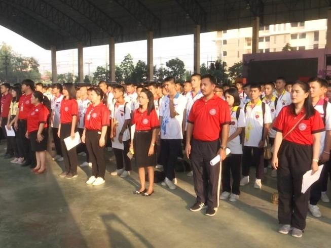 Học sinh trường Thammasat Khlongluang Wittayakom tại một buổi chào cờ. Ảnh: ONE 31