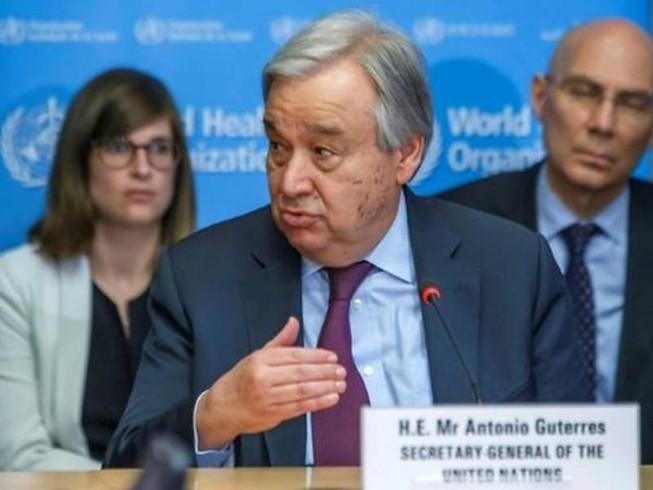 Tổng Thư ký Liên Hiệp Quốc Antonio Guterres (giữa) cảnh báo đại dịch COVID-19 có thể giết chết hàng triệu người. Ảnh: AFP