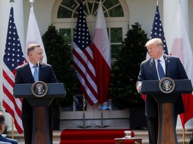Tổng thống Mỹ Donald Trump tổ chức một cuộc họp báo chung với Tổng thống Ba Lan Andrzej Duda tại Vườn hồng, Nhà Trắng vào ngày 24-6. Ảnh: REUTERS