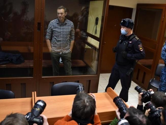 Ông Navalny bất ngờ bị phạt thêm 11.500 USD