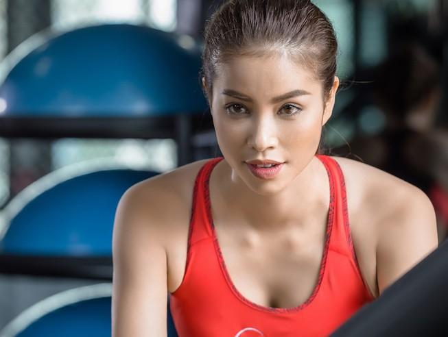 Hoa hậu Phạm Hương tự ti với ngoại hình
