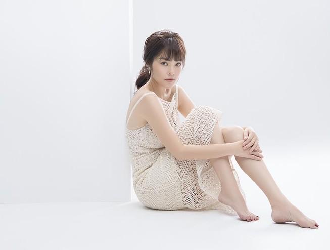 Dương Cẩm Lynh trở lại trẻ trung sau thời gian sinh con