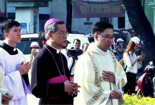 Đức cha Giuse Nguyễn Năng chính thức nhận Tổng giáo phận TPHCM