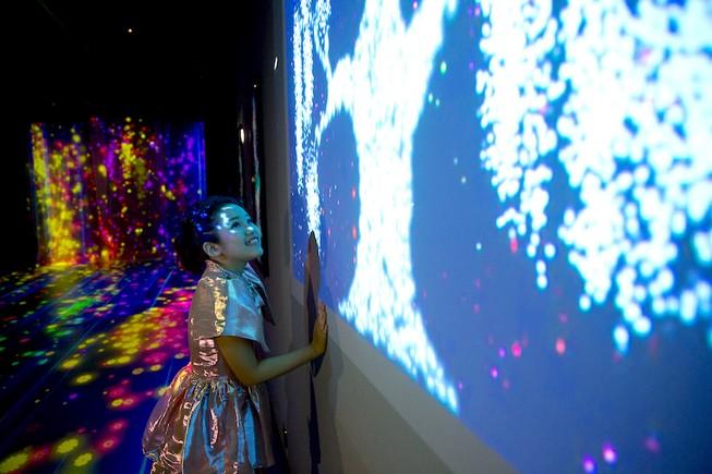 Người dânTP.HCM được trải nghiệm sân khấu hologram, 3D Mapping