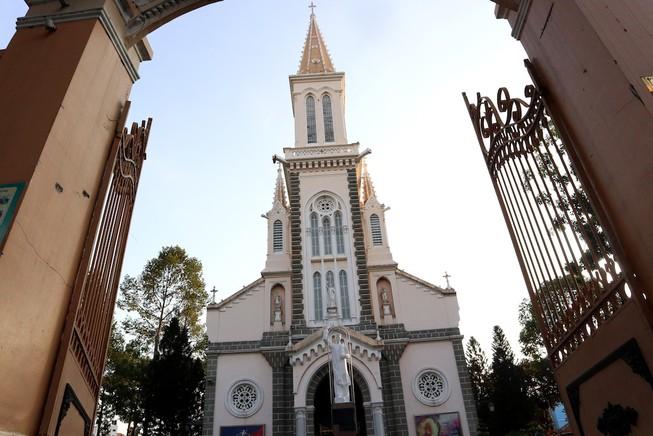 Công giáo, Phật giáo tại TP.HCM dừng lễ tập trung dịp Tết