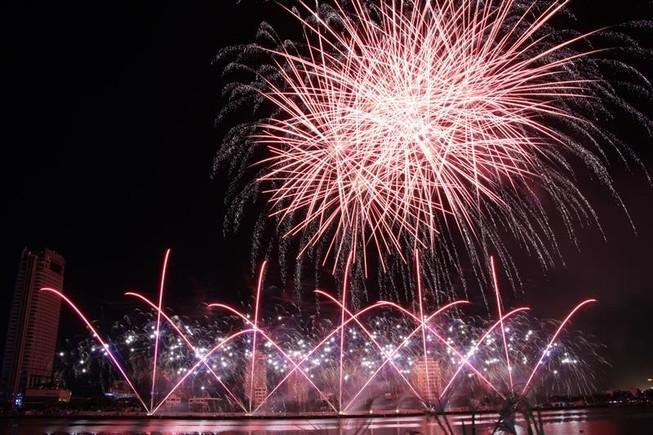 Kể chuyện ngư dân ra khơi bằng pháo hoa, Phần Lan vô địch DIFF