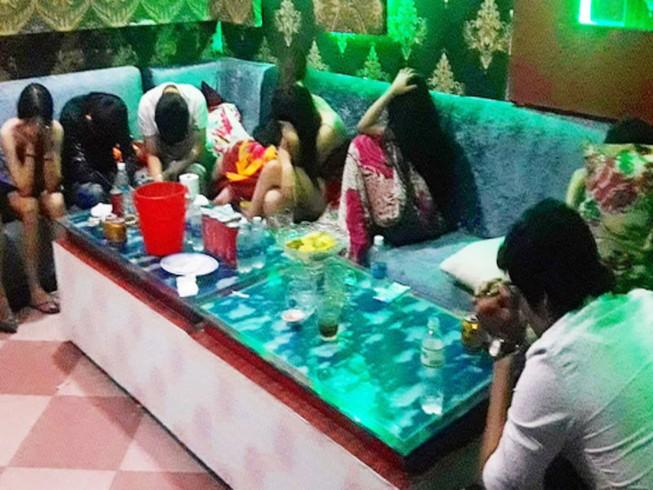 50 nam nữ 'phê' ma túy trong quán karaoke ở Đồng Nai