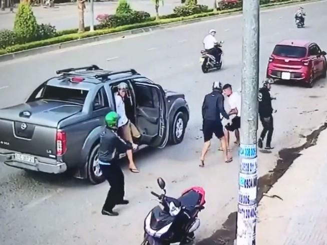 Đồng Nai: Đi ô tô dùng súng xử nhau kinh hoàng trên phố