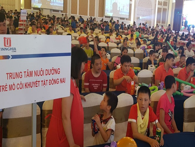 Hơn 1.000 em nhỏ có hoàn cảnh đặc biệt vui Tết Trung thu