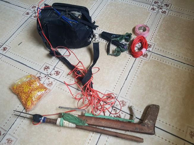 Bắt hai người trộm chó có súng chích điện và bột ớt