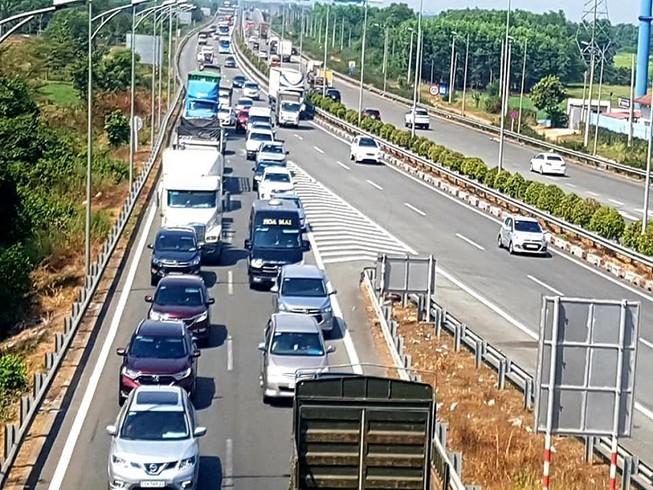 Điểm kẹt xe cao tốc TP.HCM - Long Thành - Dầu Giây ngày tết