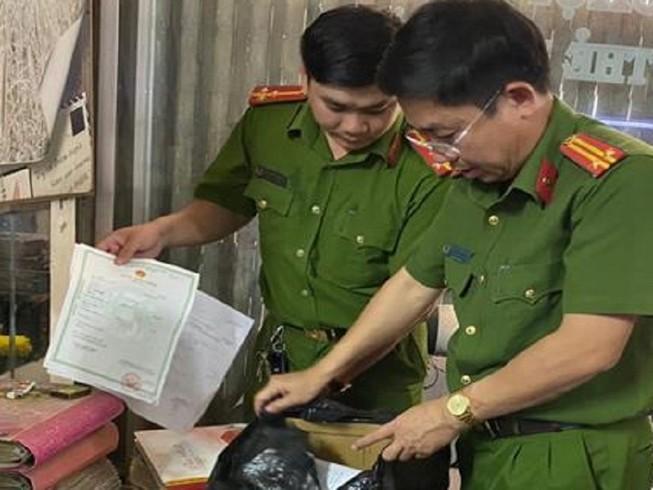 Đồng Nai: Chủ tiệm áo cưới làm giả hơn 500 giấy tờ