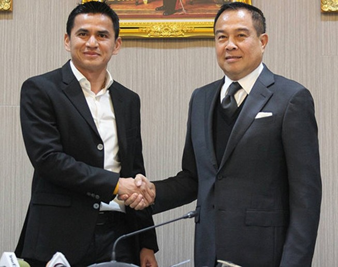 Kiatisak từ chức HLV tuyển Thái Lan