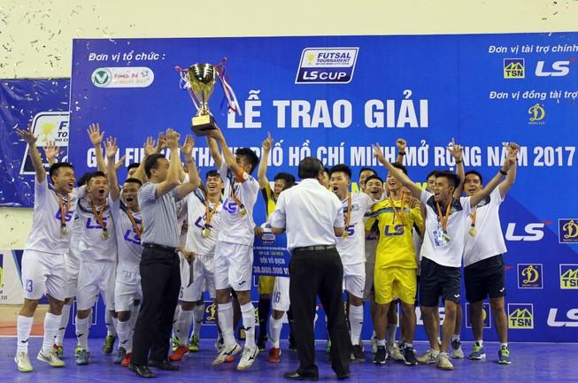 Thái Sơn Nam vô địch