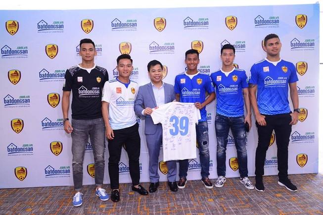 Nhà vô địch V-League có bất động sản tài trợ