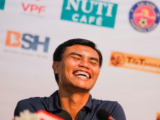 HLV Tài Em phấn khích với trận thắng đầu V-League