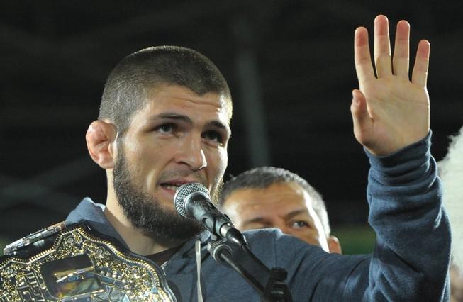 Khabib không bị thu hồi đai vô địch