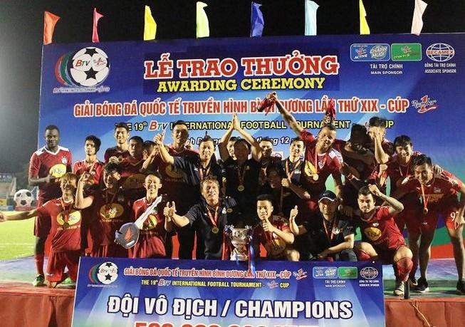 Đồng đội của Công Phượng đoạt giải Cầu thủ xuất sắc nhất