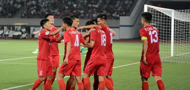 Phung phí cơ hội, CLB Hà Nội làm khó mình ở đấu trường châu Á