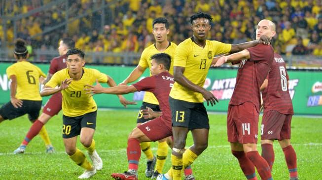 HLV Tan Cheng Hoe kéo HLV Nishino và Thái Lan trở lại mặt đất