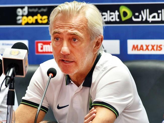Về nước, ông Van Marwijk nói gì về cầu thủ Việt Nam?