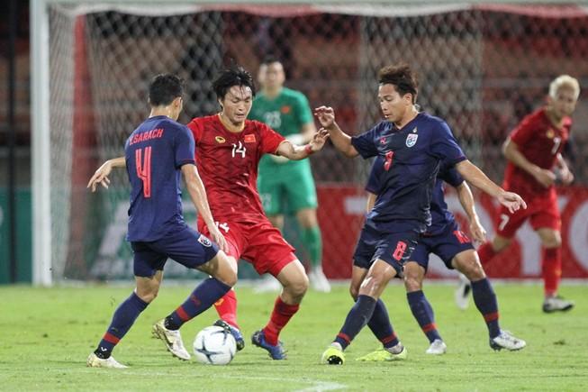 Nishino: 'Lấy 3 điểm ở Mỹ Đình và đánh chiếm khu vực giữa sân'