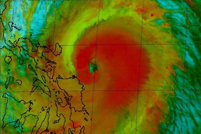 Sân bay quốc tế Manila đóng cửa từ trưa 3-12 vì bão