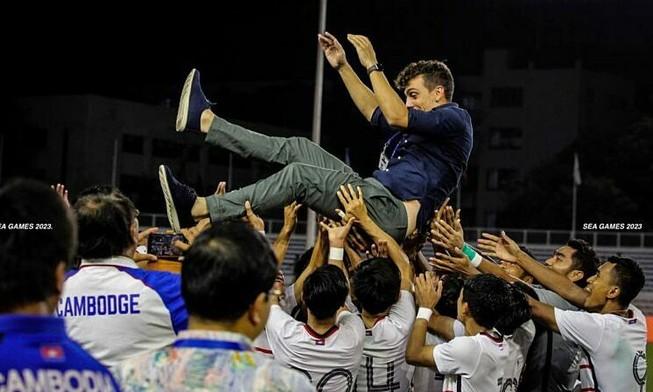 HLV U-22 Campuchia: 'Thắng U-22 Việt Nam ư? Hãy chờ tối mai'