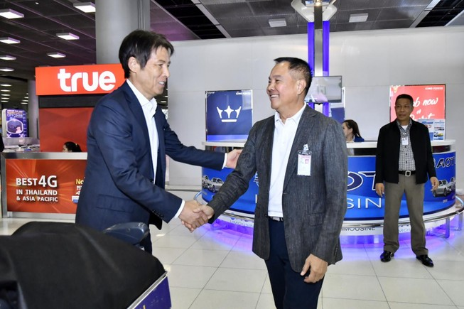 Về Thái Lan, ông Somyot ra sân bay trấn an HLV Nishino