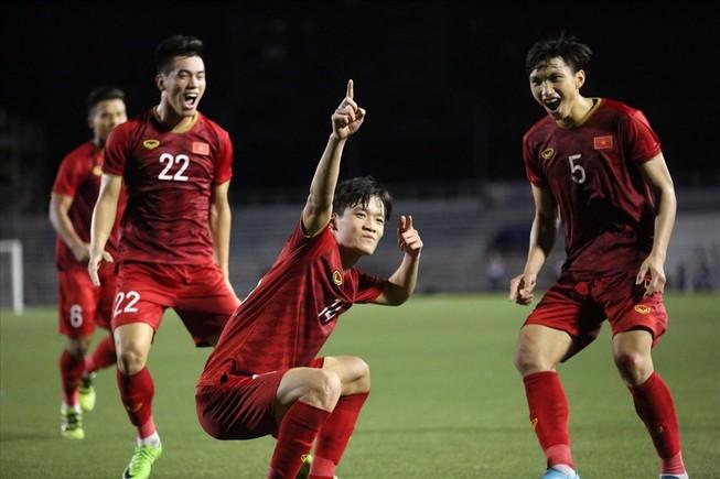 Thầy trò Park Hang-seo đối đầu HLV Brazil trên sân Thống Nhất