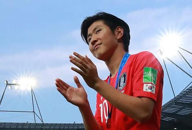 U-23 Hàn Quốc gọi ngôi sao nước ngoài về, Việt Nam thì không