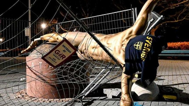 Sốc: Ibrahimovic 'tan nát' tại Malmo