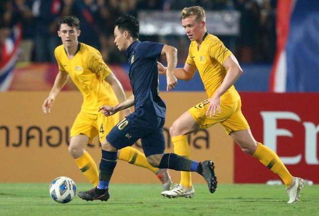 Úc ngược dòng đánh bại Thái Lan