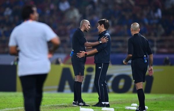 Thái Lan chính thức gửi thư đến AFC hỏi chuyện 'quả phạt đền'