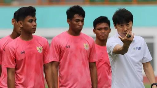 HLV Shin Tae-yong chơi lớn cùng U-19 Indonesia