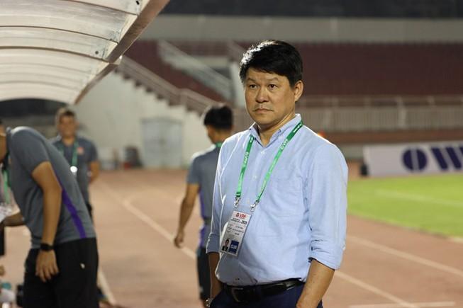 Chủ tịch Vũ Tiến Thành dẫn quân 'xé nát' phòng ngự SHB Đà Nẵng