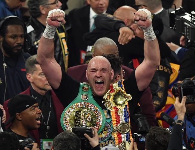 Vì sao Tyson Fury không bị tước đai?
