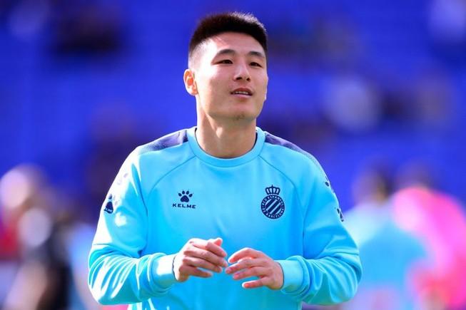 Ngôi sao bóng đá hay nhất Trung Quốc dính COVID-19