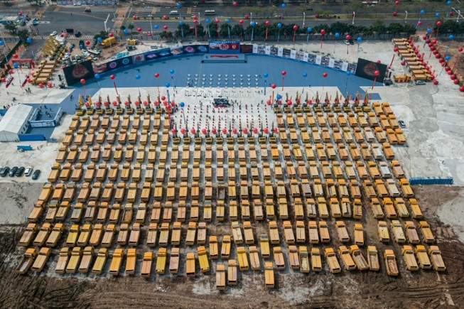 Trung Quốc xây sân khủng để làm gì?