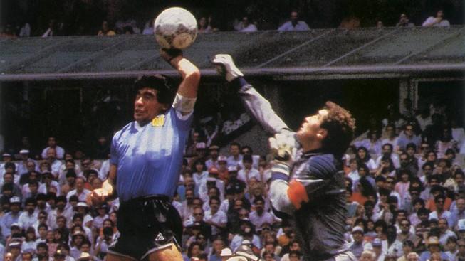 2 cựu HLV Thái Lan 'á khẩu' vì Maradona dùng tay chơi bóng