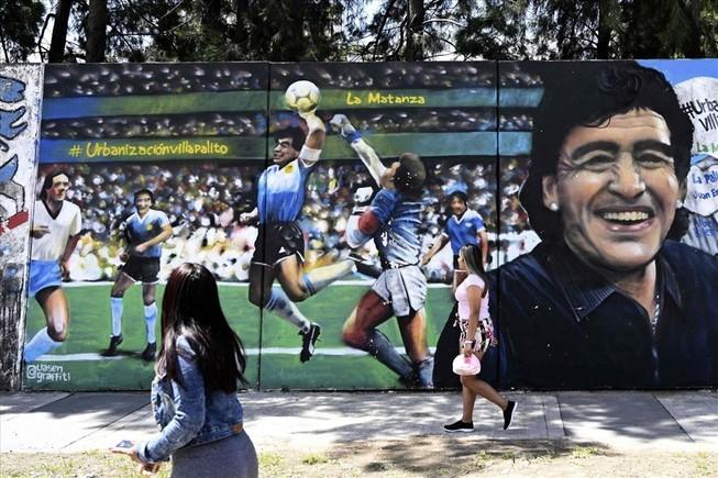 Maradona qua đời, Steve Hogde thành triệu phú