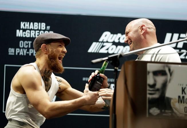 Bầu Dana White khuyên McGregor tập trung vào MMA