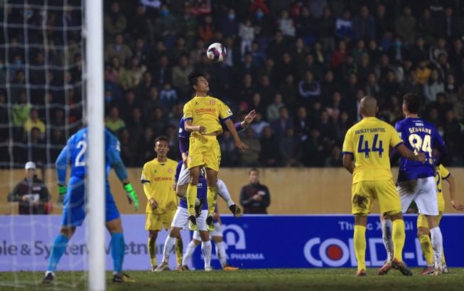Hà Nội FC bị 'đánh úp' vào lòng kiêu hãnh tại Thiên Trường