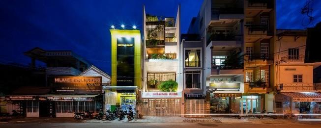 Bất ngờ với ngôi nhà ống tích hợp văn phòng ở Nha Trang