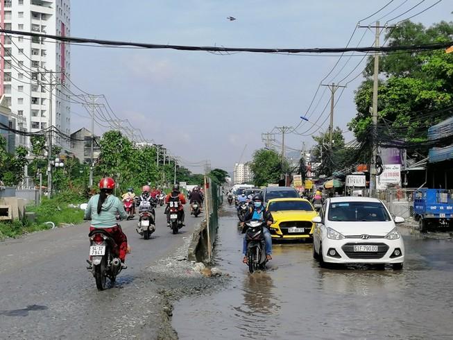 Người dân lưu thông ra sao khi thi công đường Lương Định Của?
