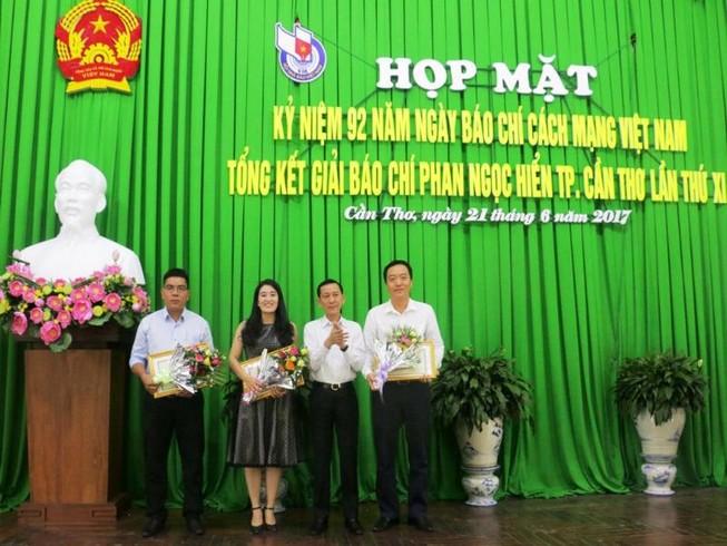 Trao giải báo chí Phan Ngọc Hiển cho 36 tác phẩm