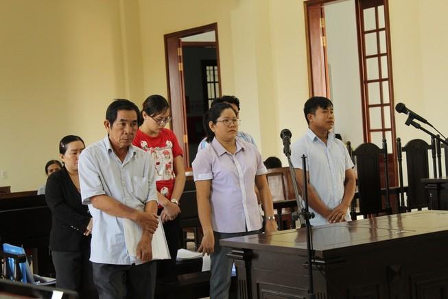 6 người của 1 trại giống nông nghiệp huyện ra tòa vì tham ô